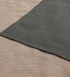 Handwoven Recycled Plastic Indoor/Outdoor Rug - Beige 5x8 - Dark Gray