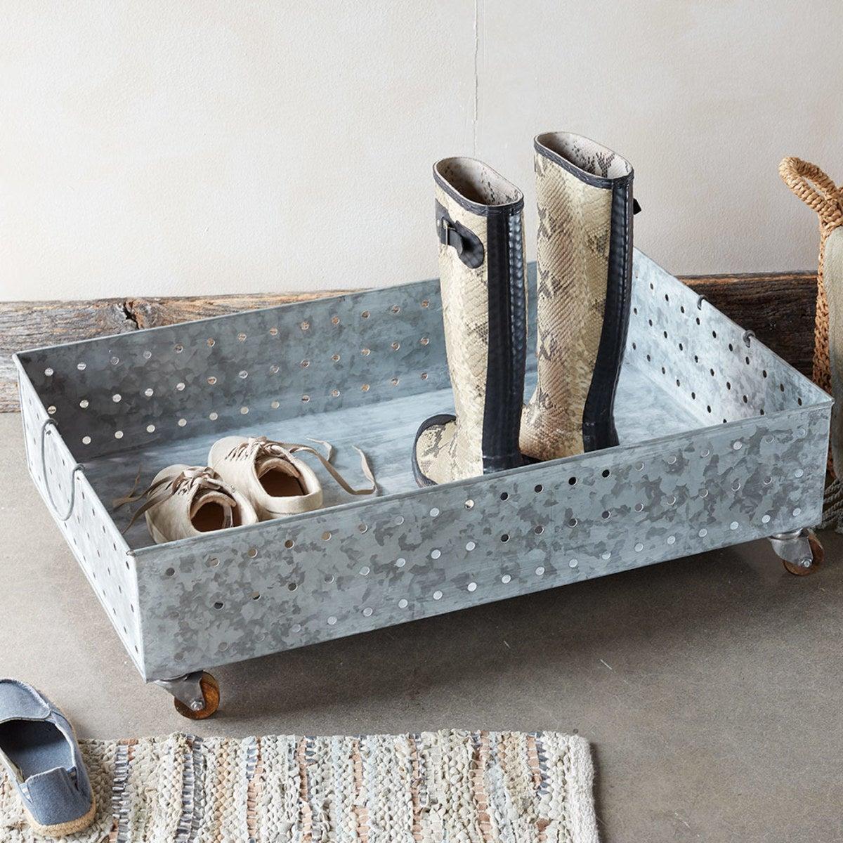 Hole Punched Galvanized Steel Rolling Boot Tray